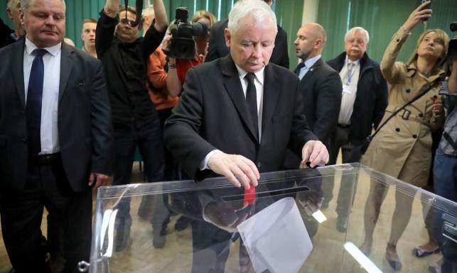 Kaczyński, Duda, Tusk, Morawiecki, Wałęsa, Biedroń i inni. Oni już zagłosowali [GALERIA]