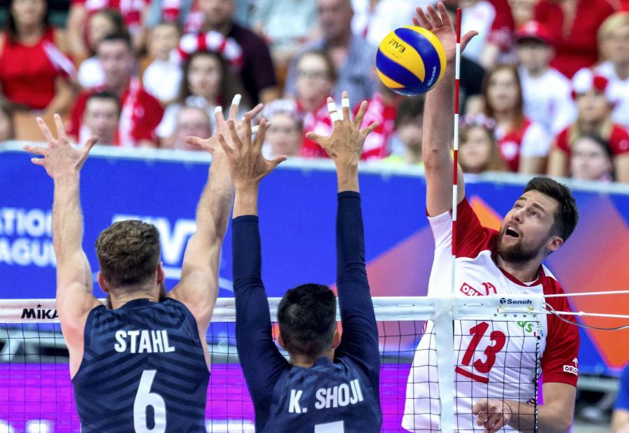 Mitchell Stahl (L) i Kawika Shoji (C) oraz Michał Kubiak (P)