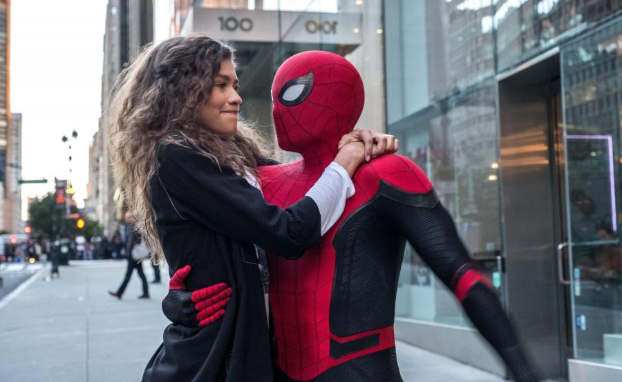 Zendaya jako MJ i Tom Holland (albo kaskader) jako Spider-Man