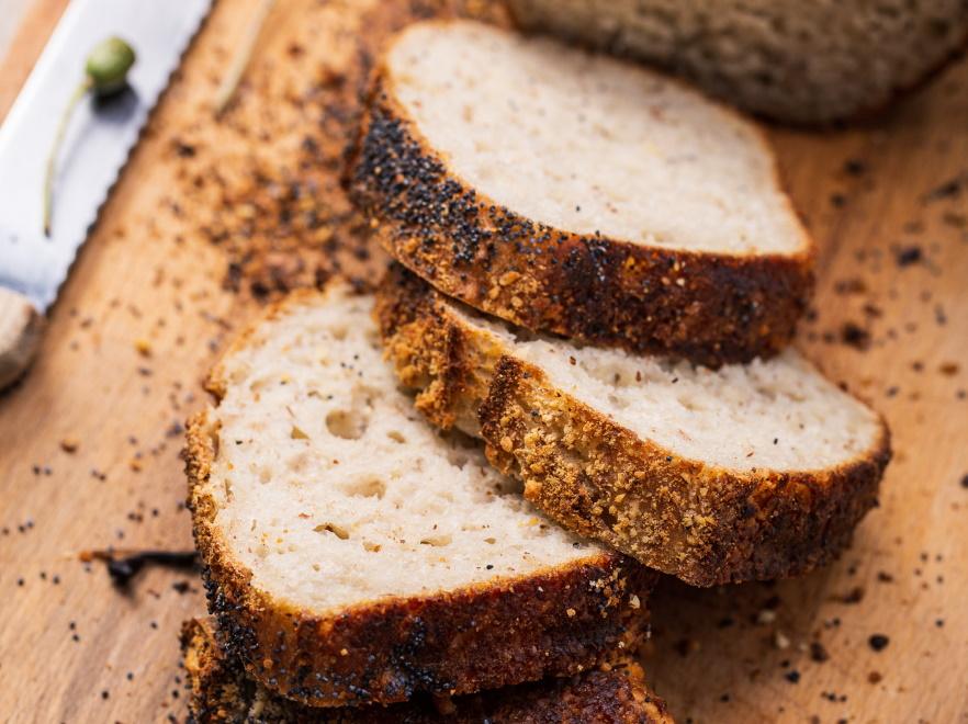 Chleb pszenno-żytni z makiem
