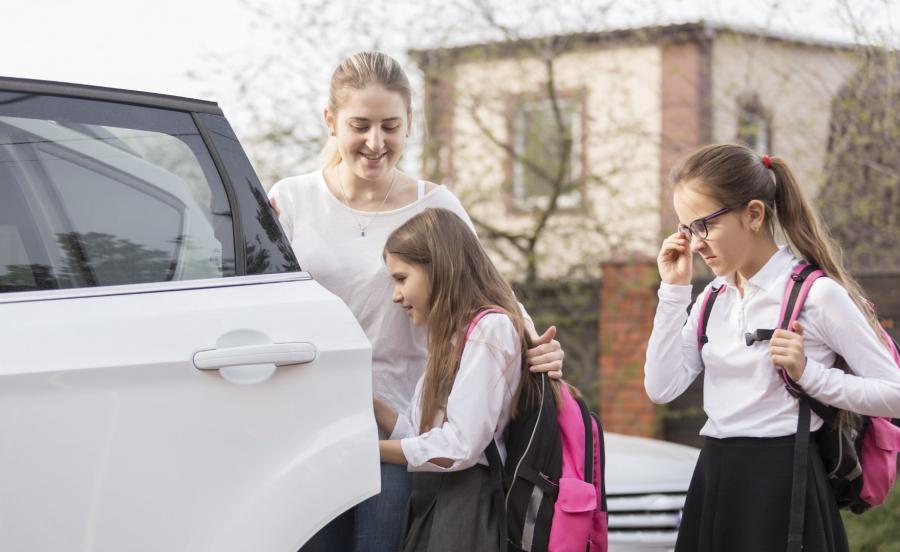 Podwózka do szkoły rodzic samochów