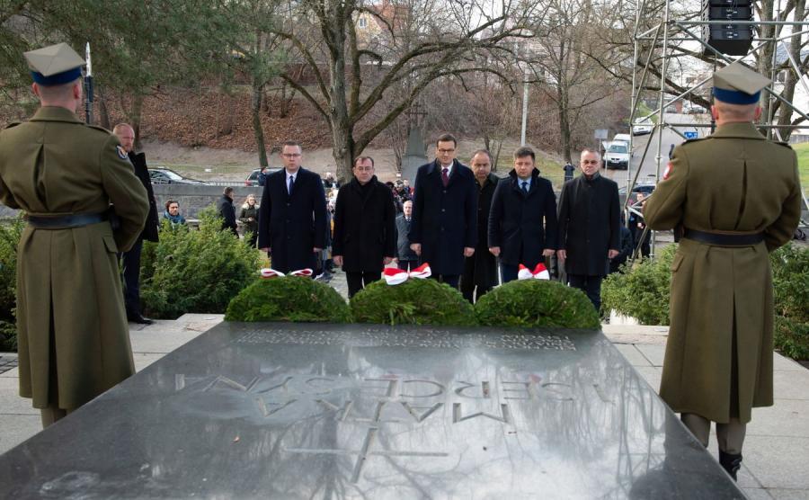 Polska delegacja składa wieniec na Rossie przy grobie Matki i serca Marszałka Piłsudskiego