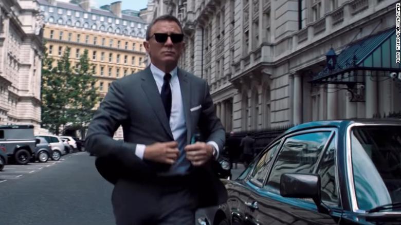 Daniel Craig jako agent 007 w \