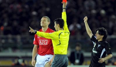 Czerwona kartka może zrujnować piłkarza finansowo