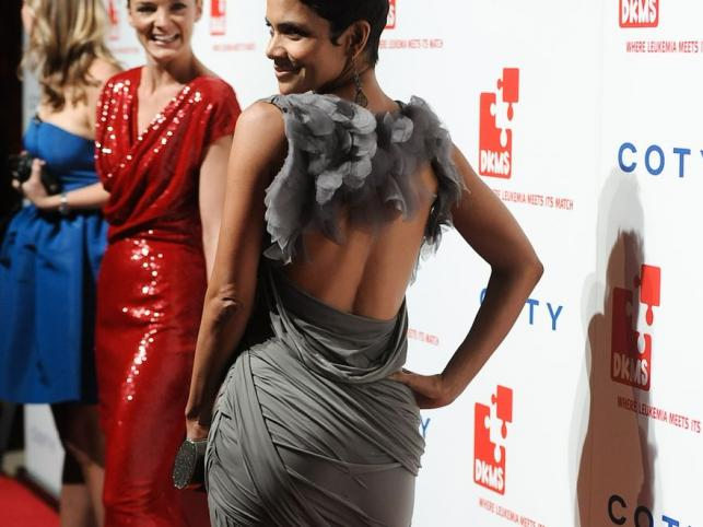 Ebony lesbijki ssać piersi