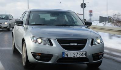 Oto najnowszy Saab 9-5 chwycił kierowców za serce. Tak, tak Polacy zamiast niemieckich gablot wybierają najnowszą limuzynę szwedzkiej marki. Wirus turbo z dnia na dzień atakuje nowe organizmy!