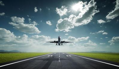 Zamieszanie na Okęciu. Samoloty będą nielegalnie tankować?