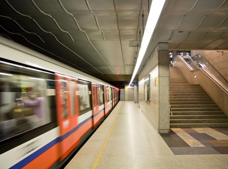 Galimatias w Warszawie. Zamknęli ulicę, bo budują metro
