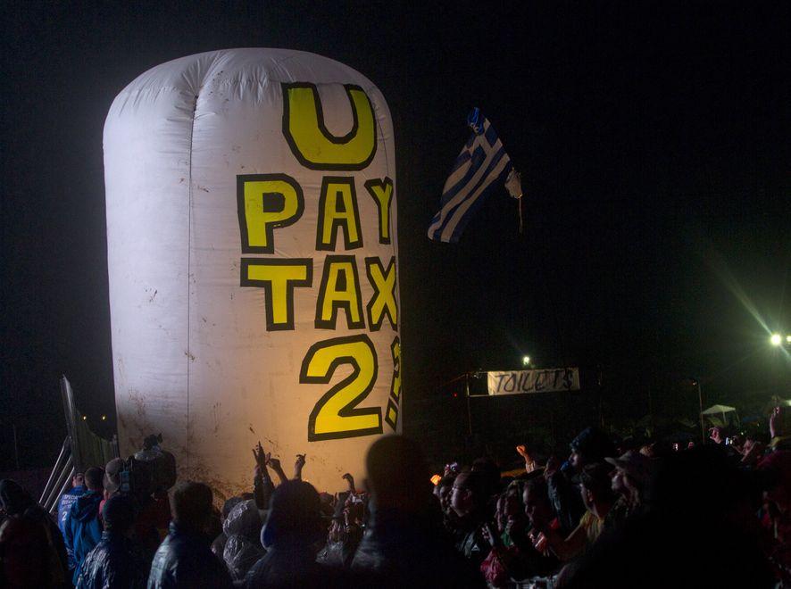 Protest w czasie koncertu U2 na festiwalu Glastonbury