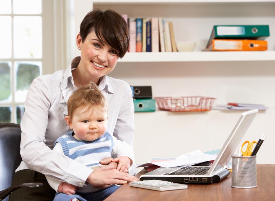 Telepraca pomaga łączyć karierę z opieką nad dzieckiem