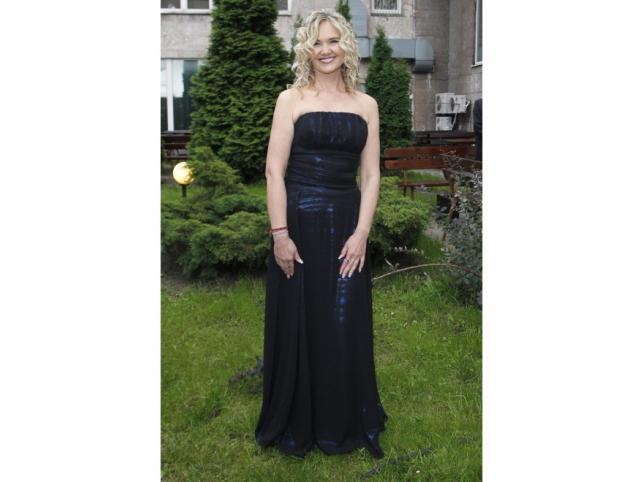 Klasyczna elegancja - Anna Kalata w czarnej sukni.