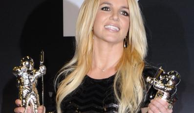 "Britney Spears nagrodzona ""Video Vanguard Award"" i za ""Najlepszy teledysk – pop"" (""Till The World Ends"")"