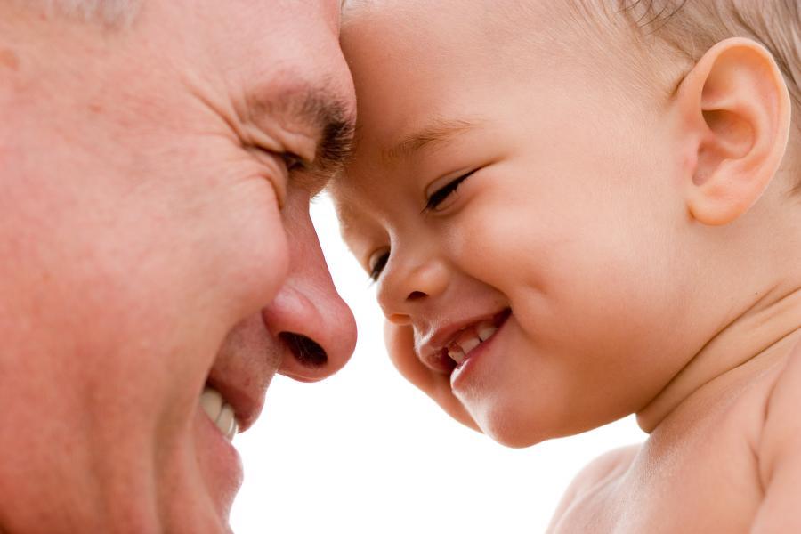 Urlop ojcowski przysługuje wyłącznie ojcu będącemu pracownikiem, który wychowuje dziecko