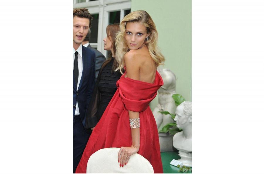 Anja pojawiła się na pokazie biżuterii ze swoim mężem