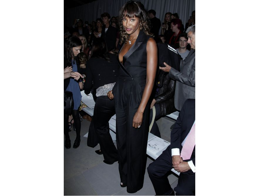 Suknia odsłoniła biust Naomi Campbell