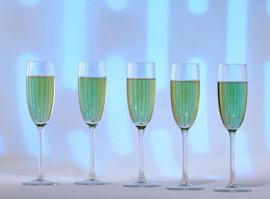 352d2201a7f8c3 Nawet najtańszy alkohol może dobrze spełniać swoje zadanie, mimo to na  całym świecie produkowane są również trunki luksusowe. Nie trzeba ich nawet  próbować ...