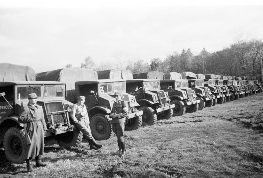 Ciężarowe Chevrolety w ludowym Wojsku Polskim. Rok 1947.