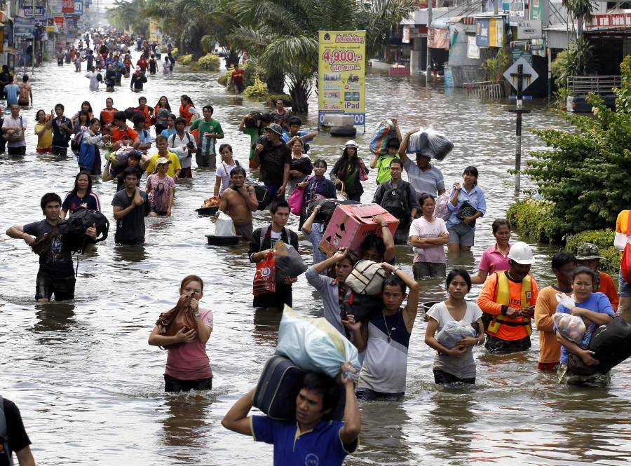 Powódź zaczyna zalewać przedmieścia Bangkoku