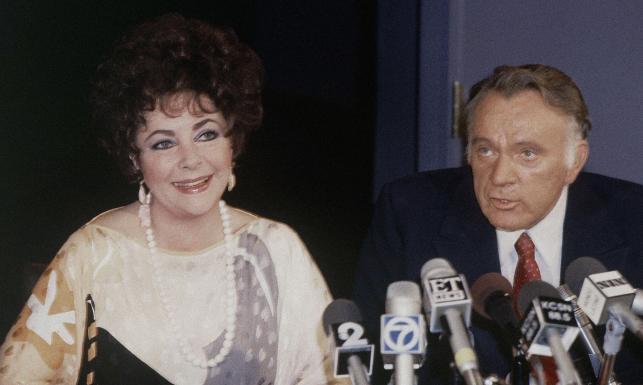"""Elizabeth Taylor i Richard Burton. Swoją miłość zawdzięczają """"Kleopatrze""""."""