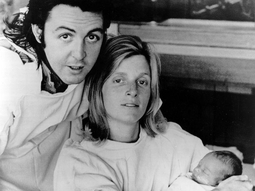 Paul McCartney z żoną Lindą i córką Stellą McCartney – w przyszłości znaną projektantką