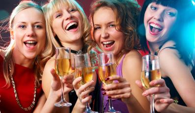 Młode kobiety w klubie