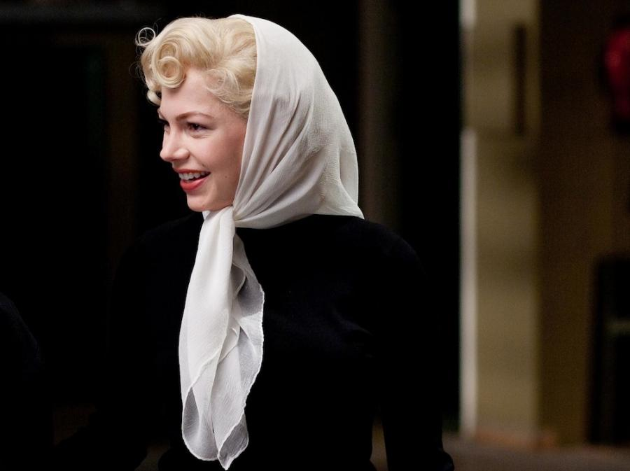 Michelle Williams naśladując Marilyn pozostaje sobą
