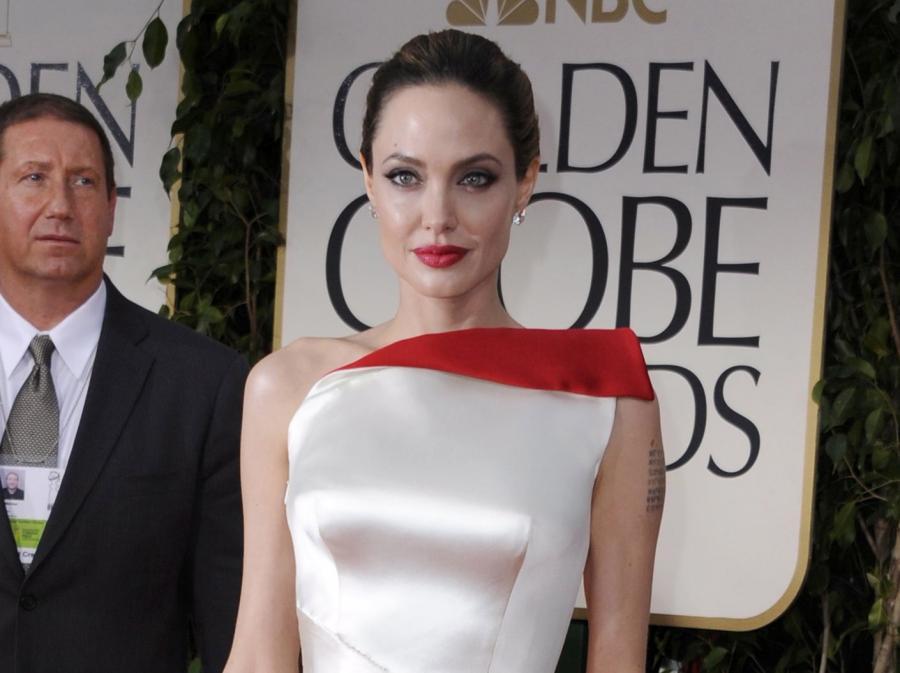 """Nie wykluczamy, że """"zdrowszy"""" wygląd Jolie to zasługa odpowiednio dobranej fryzury i kreacji"""