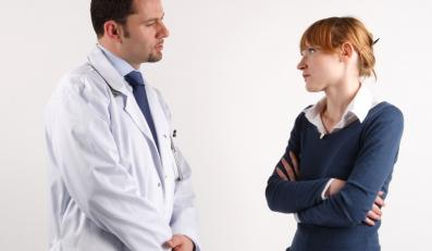 Lekarz źle cię potraktował? Możesz złożyć na niego skargę