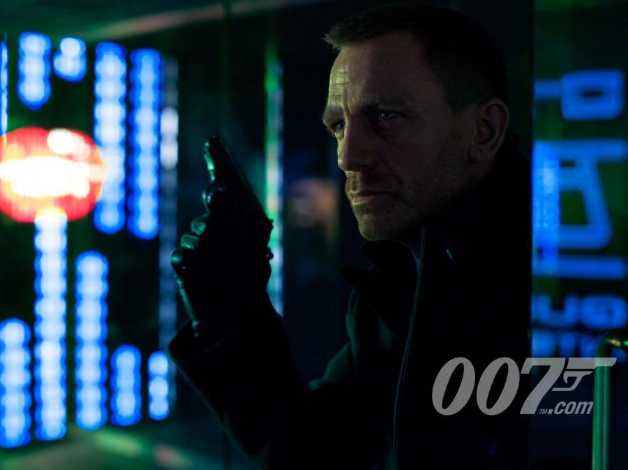 James Bond ma poważną konkurencję w postaci Mikołaja, świętego Mikołaja