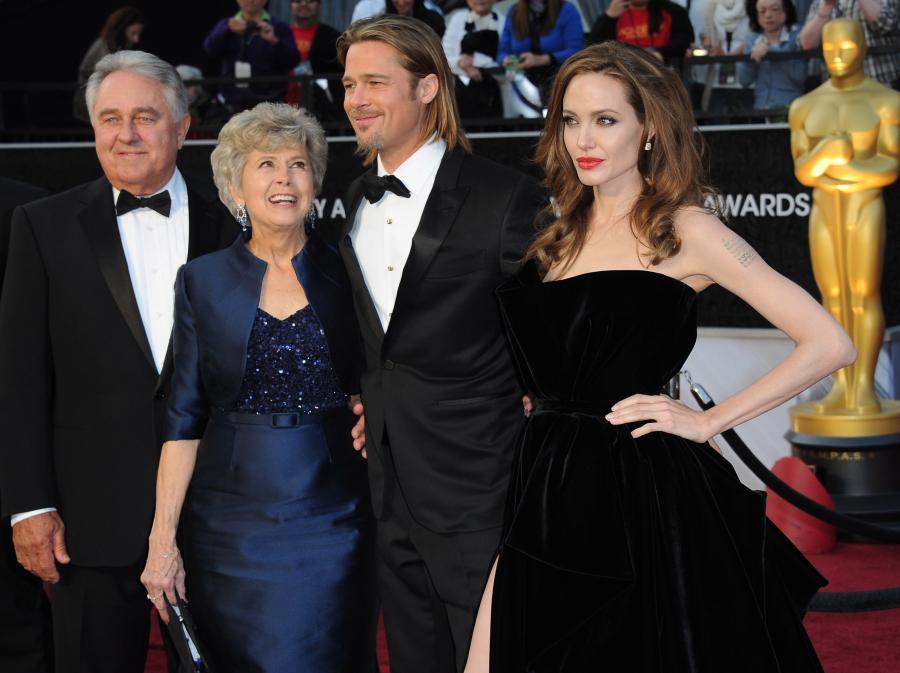 Angelina Jolie i Brad Pitt z rodzicami na gali Oscarów