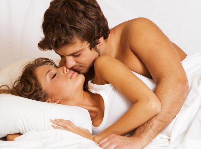Dlaczego warto uprawiać seks analny w prezerwatywie?