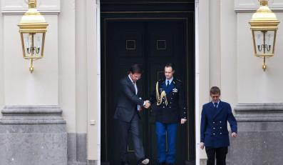 Mark Rutte po złożeniu dymisji rządu na ręce królowej Beatrix