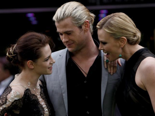 Kristen Stewart, Chris Hemsworth i Charlize Theron