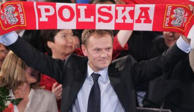 Donald Tusk z szalikiem