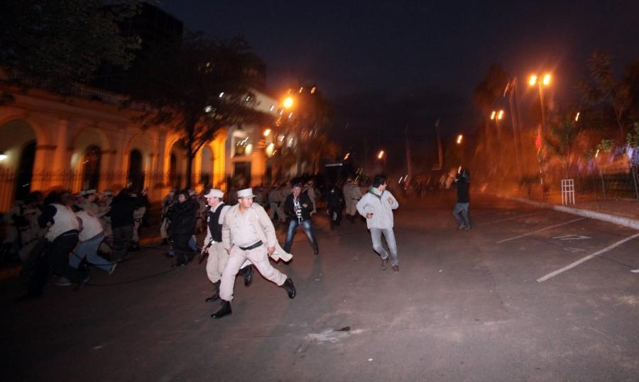 Starcia na ulicach Acuncion po impeachmencie prezydenta Paragwaju Fernando Lugo