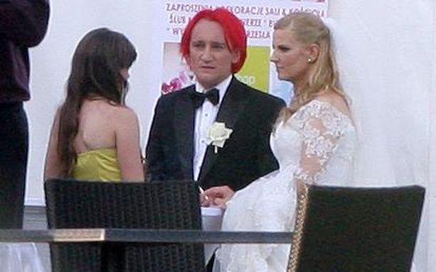 d9af6e01b7 Michał Wiśniewski w sobotę po raz czwarty stanął na ślubnym kobiercu. Lider  zespołu Ich Troje pojął za żonę Dominikę Tajner