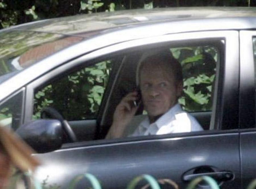 Donald Tusk za kierownicą