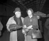 """4. """"Reguły gry"""" (Jean Renoir, 1939) –na zdjęciu reżyser w towarzystwie Ingrid Bergman"""