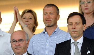 Roman Abramowicz (w środku)