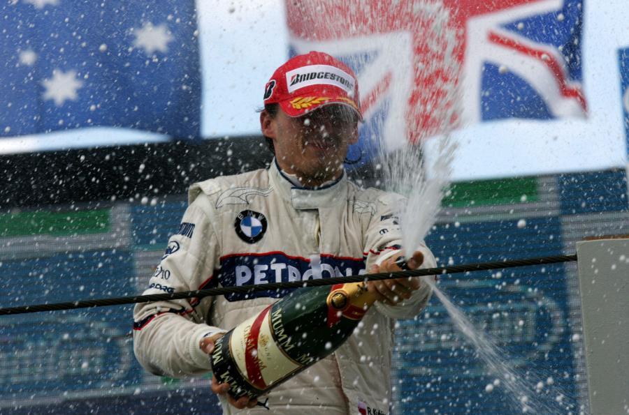 Robert Kubica na podium GP Brazylii - dzięki szybkim pit-stopom oraz przemyślanej taktyce zespołu, wyścig zakończył na 2 miejscu, co było pierwszym i jedynym podium w sezonie 2009