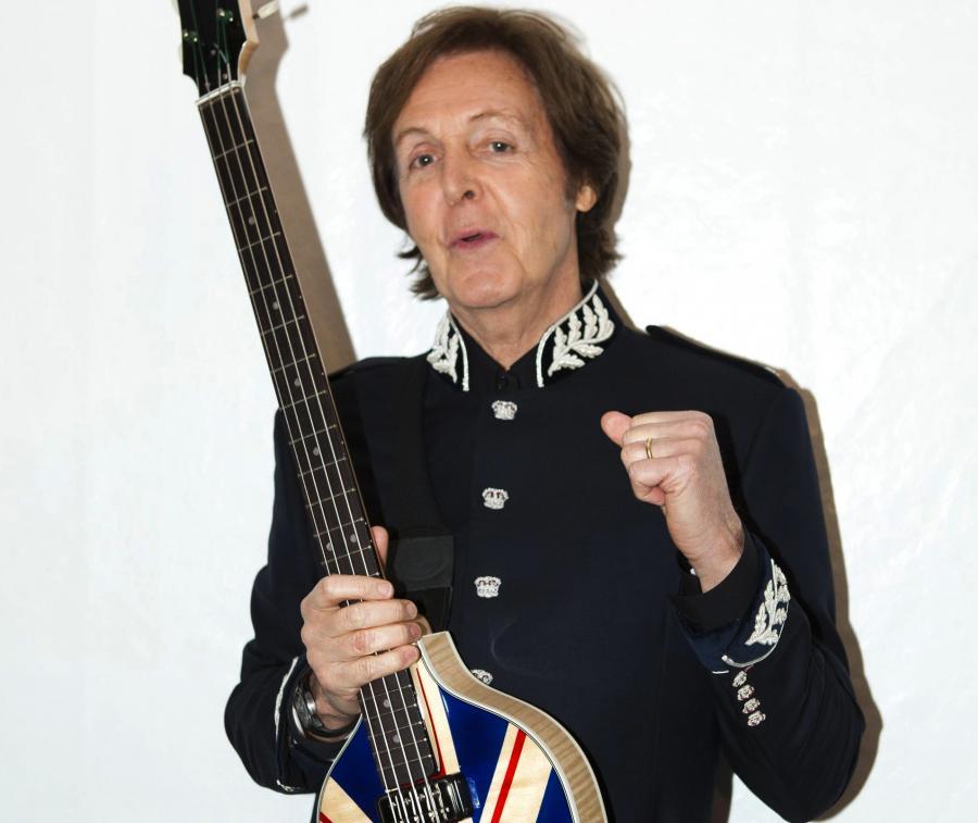 "Paul McCartney wydaje ""Live Kisses"""
