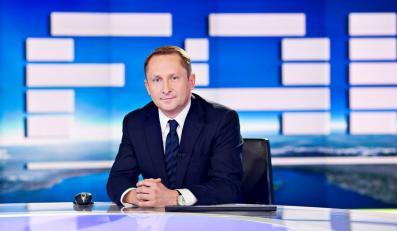 """Kamil Durczok w studio """"Fakty TVN"""""""
