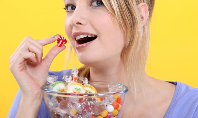 Wygraj ze słodyczami. Jak skończyć z podjadaniem słodkości