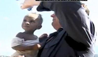 Spod gruzów wydobyli małą dziewczynkę