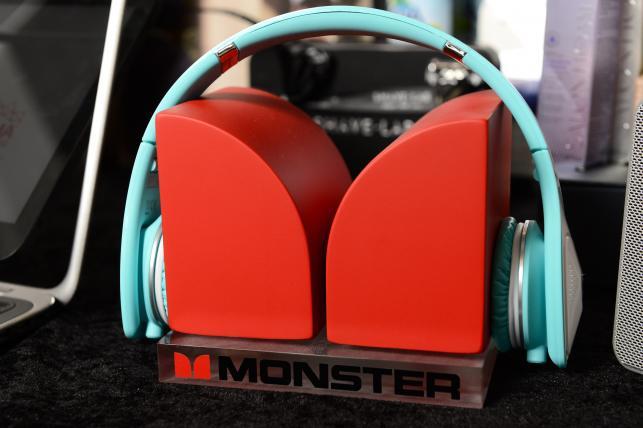 Wśród upominków byłtakże zestaw słuchawkowy Monster DNA