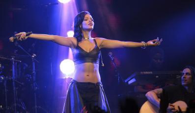 Rihanna podczas koncertu w Mexico City