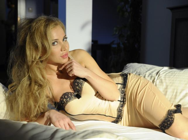 Lidia Kopania w bieliźnie firmy Alles