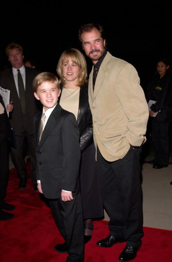 """Haley Joel Osment z rodzicami na premierze """"Podaj dalej"""" (2000)"""