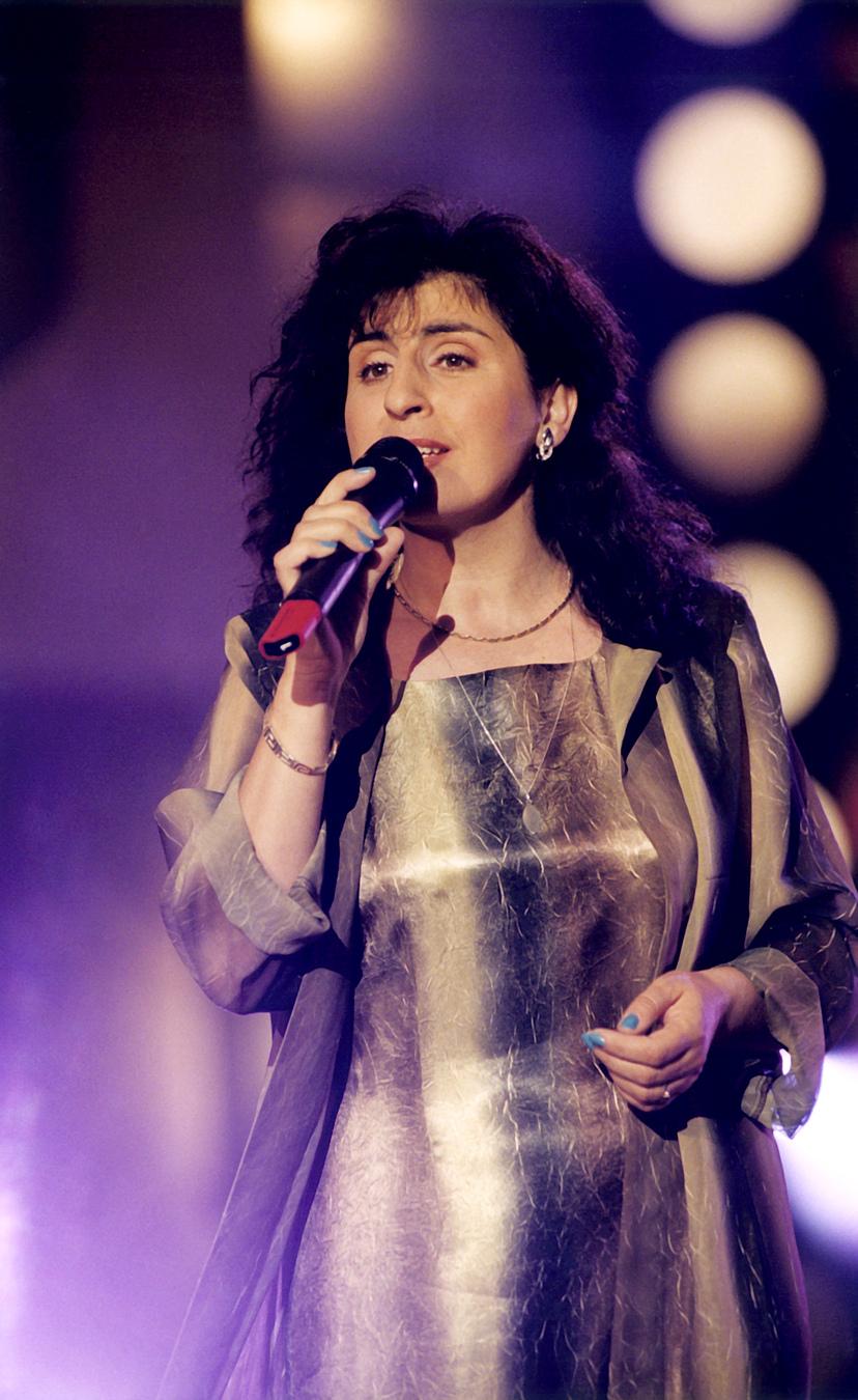 Eleni podczas koncertu na festiwalu w Opolu (2000)