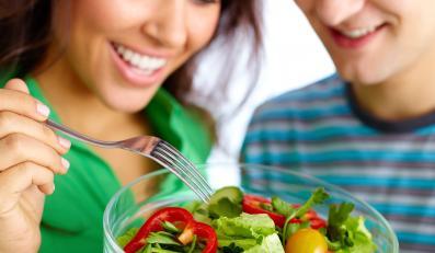 Świeże warzywa i banany - dieta, by uchronić się przed udarem